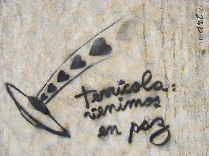 Erdlinge, wir kommen in Frieden! Terrestrials, we come in peace! Terricola: venimos en paz! Santiago Chile 2009