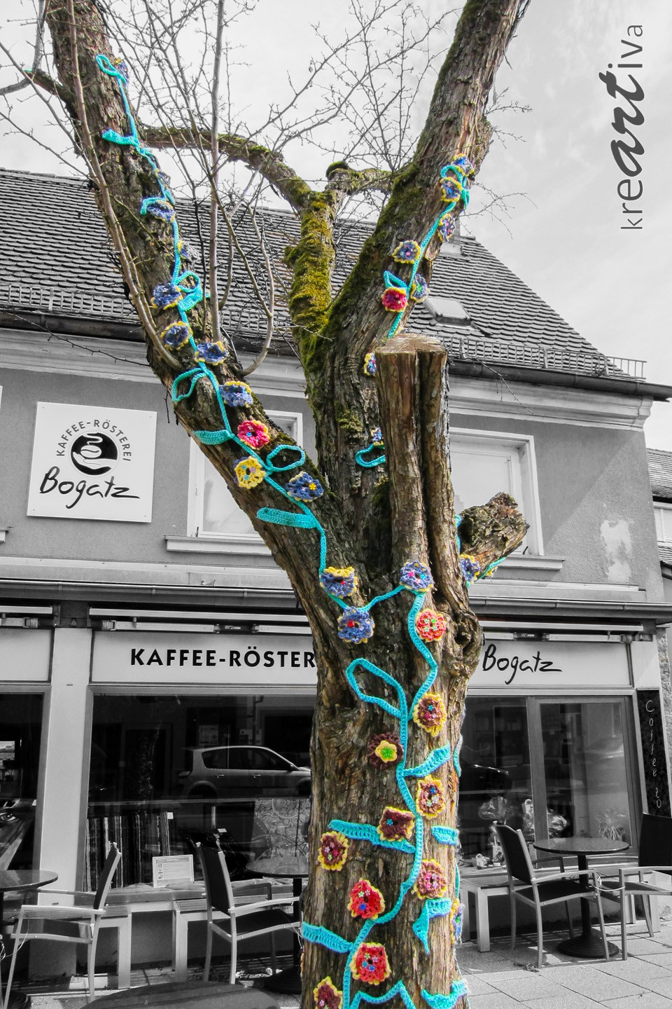bloom-knitted tree, Forchheim Deutschland 2013.