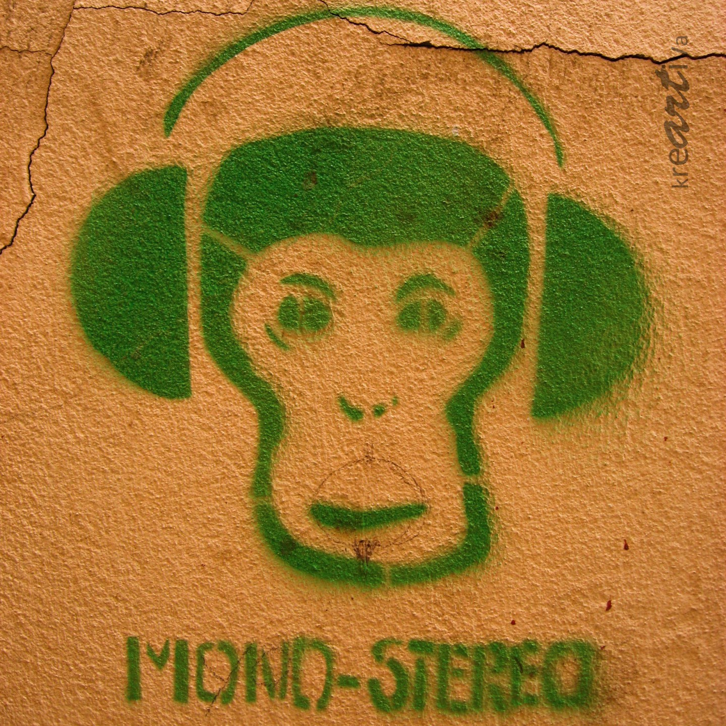 Mono-Stereo, ape with headphones.